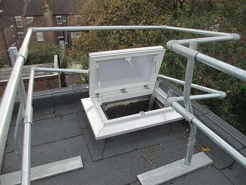 Dodgy guardrail around roof hatch